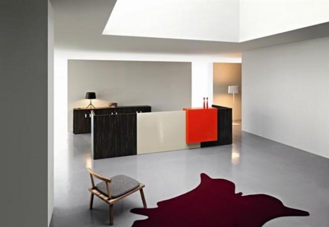 RIGA accueille les visiteurs avec ses lignes minimales et sinueuses, en composant un espace raffiné