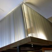 Store à bandes verticales