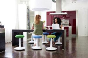 Le siège ou Assis-Debout Polyvalent et Design venu d'Allemagne. Ce siège trouve aussi bien sa place chez le Particulier que dans l'Entreprise ou la Collectivité